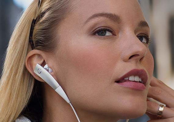 Samsung Gear Circle Bluetooth Headset Now Available In India At Rs 5599 India News India Tv