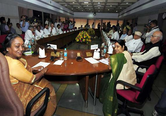 All party meet fails, Oppn seeks voting on FDI, govt shy