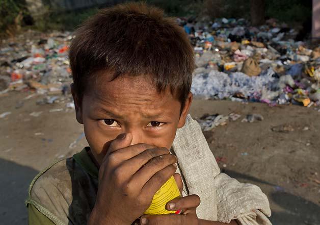 myanmar street kids sniff glue