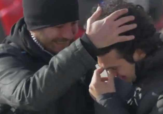 whole town learns sign language to surprise deaf guy