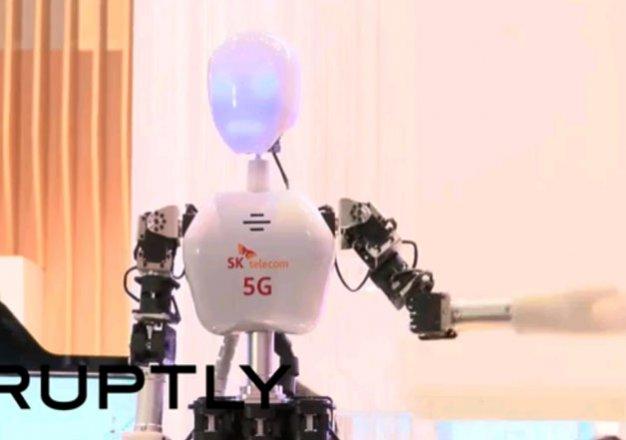 использование автотранспорта станет безопаснее, мгновенный отклик станет еще более мгновенным, врачи смогут задействовать при проведении операций роботов, управляемых по радиоканалу