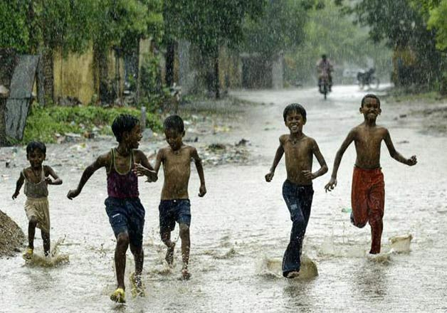 kids playing in rain - IndiaTV