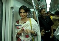 8 types of women you find in Delhi Metro