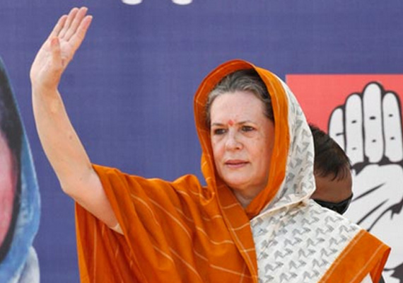 Delhi gang-rape: Sonia meets protesters