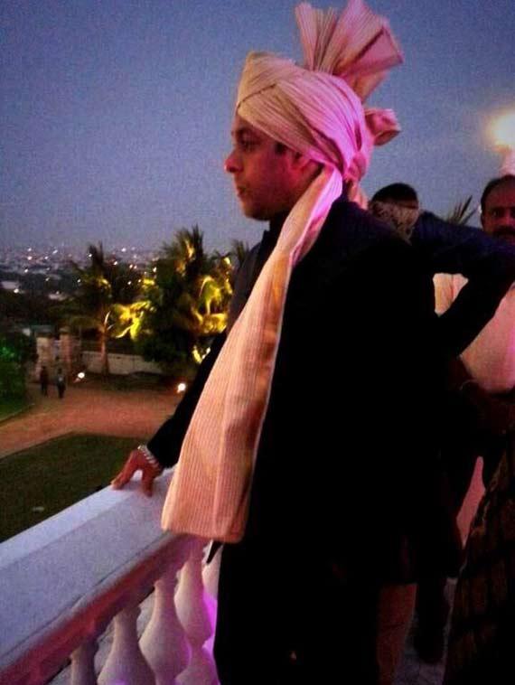 salman khan in pagri arpita khan wedding