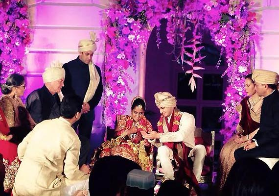 Best Wedding Gift For Sister In India : ... wedding salman khan salman khangift arpita aayush arpita khan wedding