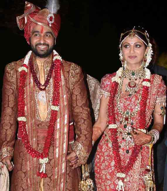 shilpa shetty and raj kundra celebrate their fifth wedding