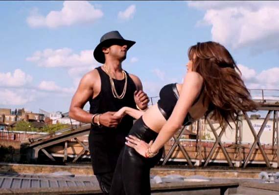 Yo Yo Honey Singh's 'Love Dose' For Urvashi Rautela (view