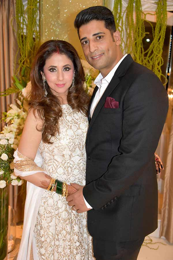 Urmila Matondkar Wedding Reception Pics | India TV News Urmila Matondkar Family Photo