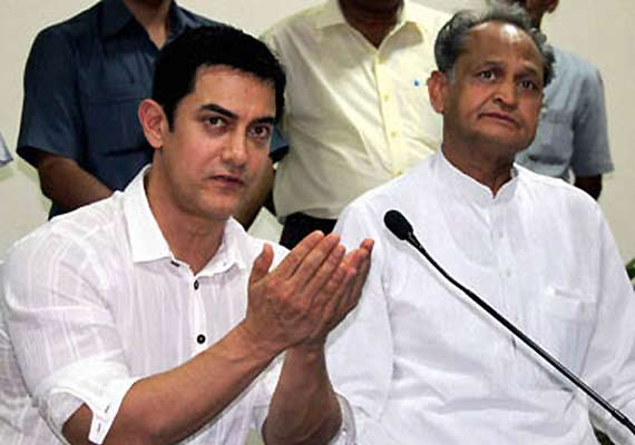 Aamir meets Gehlot on female foeticide issue