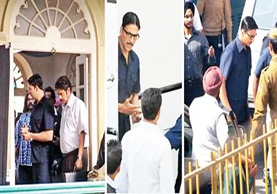 Akshay Shoots For His Jewellery Heist Film In Delhi's CP, Chandni Chowk