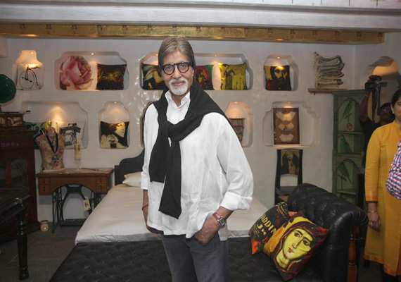 Amitabh Bachchan happy with growing ''extended family