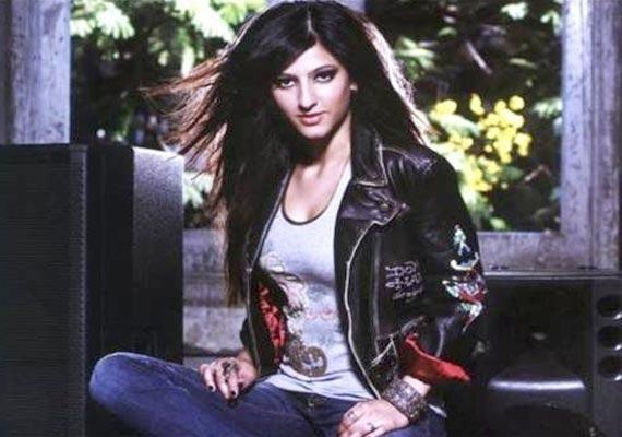 Busy Shruti Haasan skips dad Kamal's film
