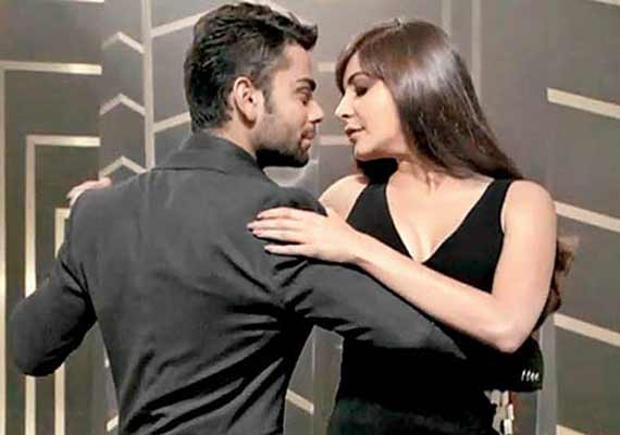 Did Anushka Sharma kiss Virat Kohli&#63 (View pics)