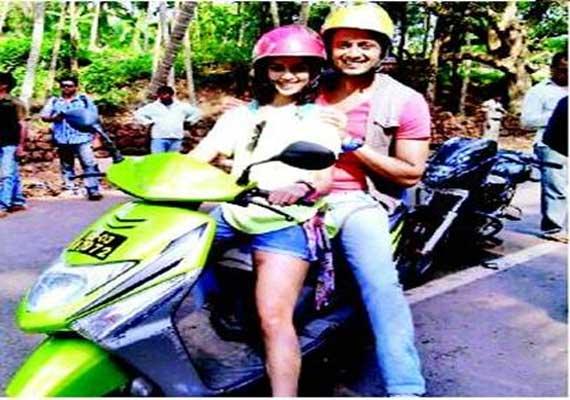 image Newly wed marathi couple coolbudy