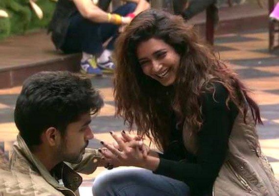 Bigg Boss 8, Day 93: Romance blossoms between Karishma-Gautam (see pics)
