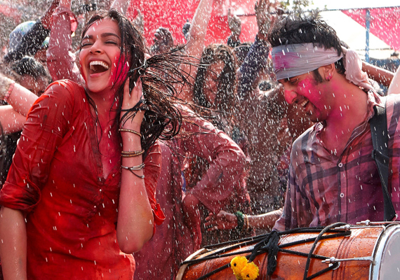 New Look: Ranbir, Deepika go dirty in 'Ye Jawani Hai Deewani' Holi song