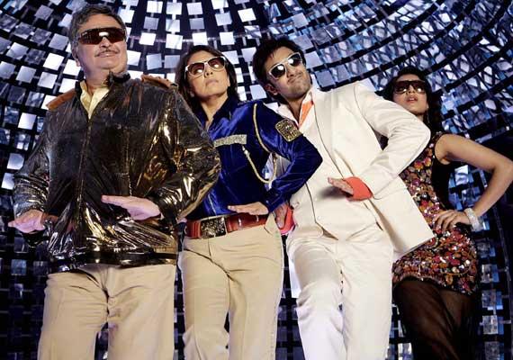 Ranbir Kapoor's Besharam act with Rishi Kapoor, Neetu Singh! (view pics)