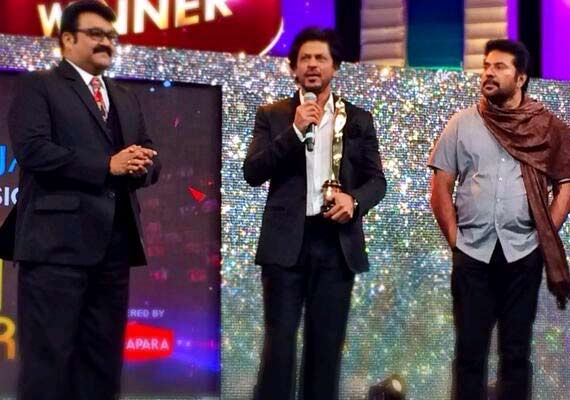 Shah Rukh Khan honoured to perform with Mammootty, Mohanlal at Asianet Film Awards (see pics)