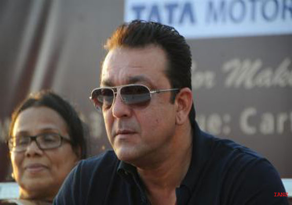 Sanjay Dutt meets cancer patients, donates mammography scanner ambulance (View Pics)
