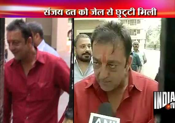 Sanjay Dutt out of Yerawada jail for 14 days on furlough (view pics)