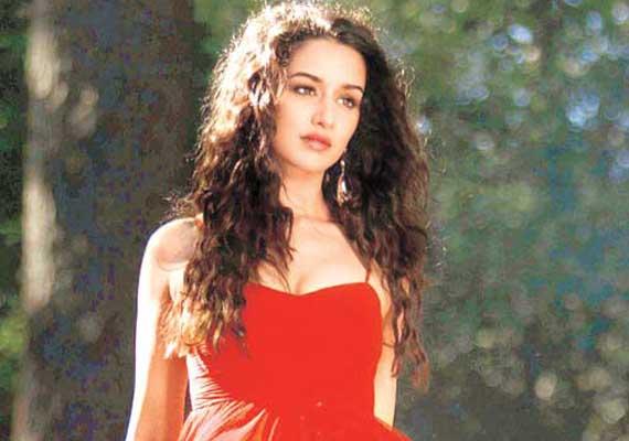 Aashiqui 2 red dress campaign