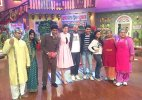 Comedy Nights With Kapil: Anushka Sharma plays with Kapil's dog, promotes 'NH10'