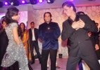 Shah Rukh proposes to the new bride in B-Town (see pics)