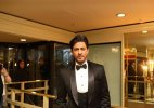 Shah Rukh Khan wins Asian Award in London (see pics)
