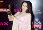 Hema Malini gets emotional after receiving Lifetime Achievemnt Award at Life OK Screen Awards 2015