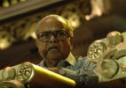 'Irreplaceable' Balachander, an instution: Film fraternity