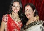 Sonakshi Sinha's mother surprises her on Indian Idol Junior's set