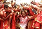 Bajrangi Bhaijaan: Salman Khan turns all colourful and kiddish for 'selfie le le re'