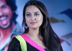 Sonakshi Sinha travels in local train for 'Akira'
