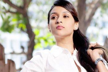 Mannara recalls her Holi days with cousins-Priyanka and Parineeti