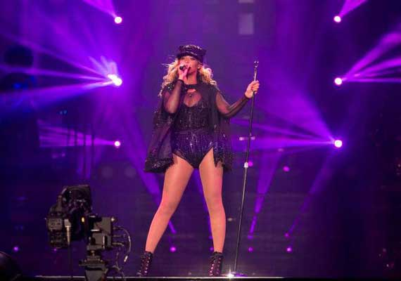 Beyonce performed despite freak accident on stage
