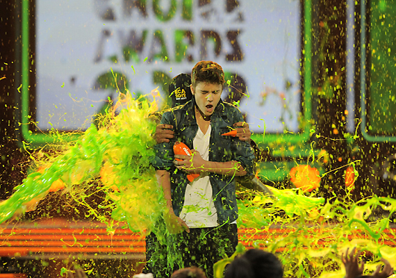 Bieber, Berry Slimed At Kids Choice Awards