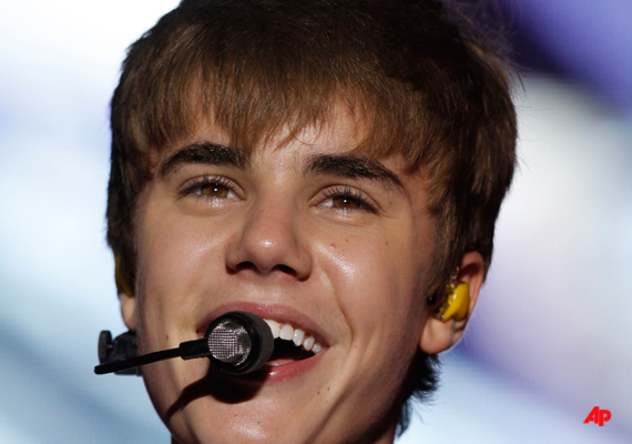 Bieber Stages Concert At Low-Income Vegas School