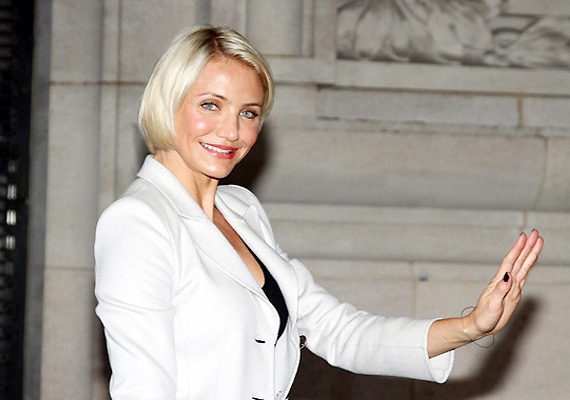 Cameron Diaz Sits At Valentino Front Row