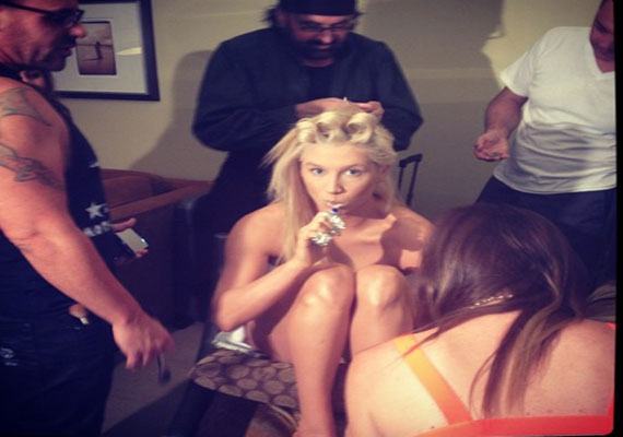 Kesha posts nude snap on Twitter