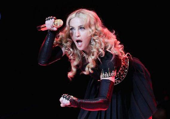 Madonna Still Brings Heat, Beats On 'MDNA'