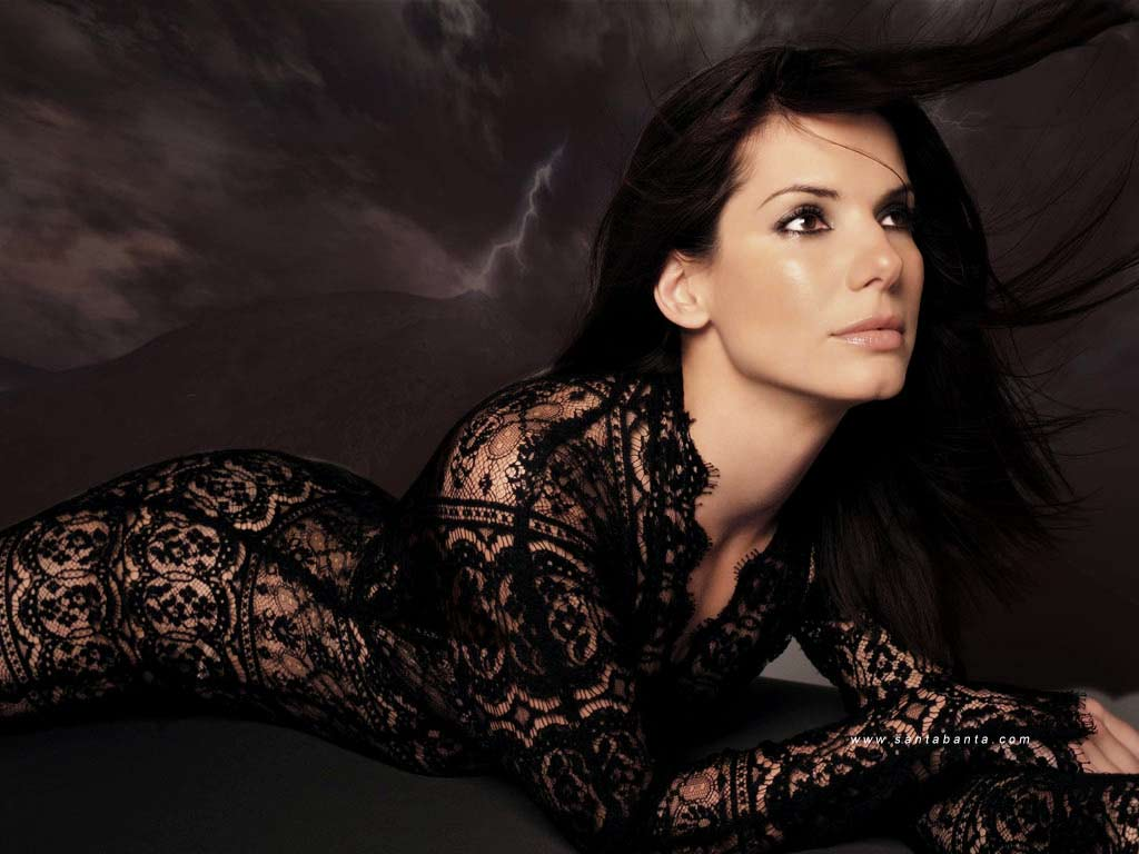 Sandra Bullock worries about Skin show in Gravity
