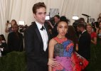 Pattinson, Twigs to have 'bangers and mash' wedding