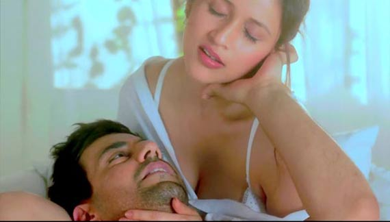 Mannara in Zid hot trailer