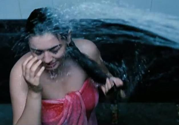 Hansika Motwani shower video