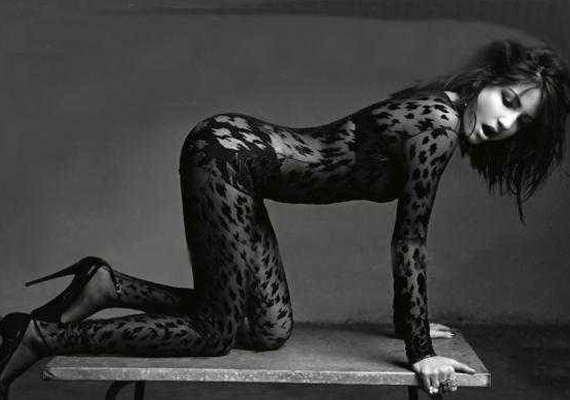 Anushka Does A Sizzling Shoot For Vogue India