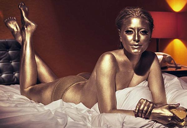 Holly Valance Recreates James Bond Goldfinger Pose
