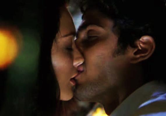 Prateik Kisses Amy Jackson In Ek Diwanaa Tha