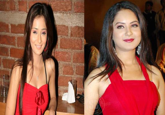Sara Khan's lesbian kiss for Pooja Bose