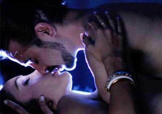 Sofia Hayat's unseen sex scene leaked (view pics)